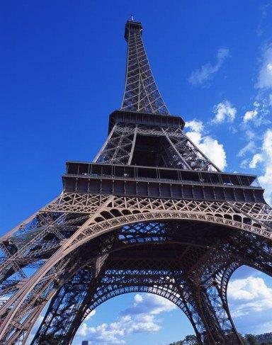 埃菲尔儿铁塔是法国的象征