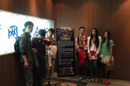 安徽CATM电子竞技芜湖第一届道景杯LOL网羽毛球盯球图片