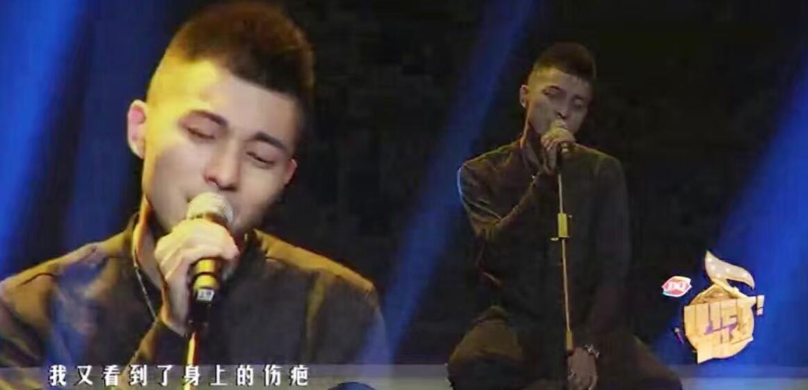 """句""""频出   炫舞梦工厂导师(从左往右)拉斐尔、苏萌、雨歌、拿哥、"""