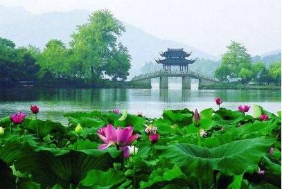 去不了杭州西湖 此景坐落在小桑村西畔,实景还原了杭州西湖的三潭印月